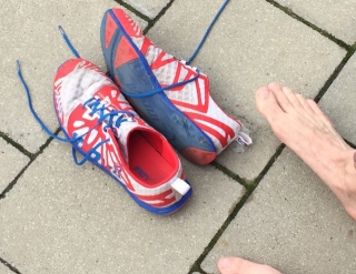 Nach dem Rennen ... Schuhe aus.