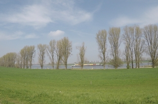 Rhein und A44 Brücke