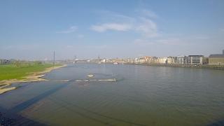 Aussicht von der Düsseldorfer Rheinkniebrücke
